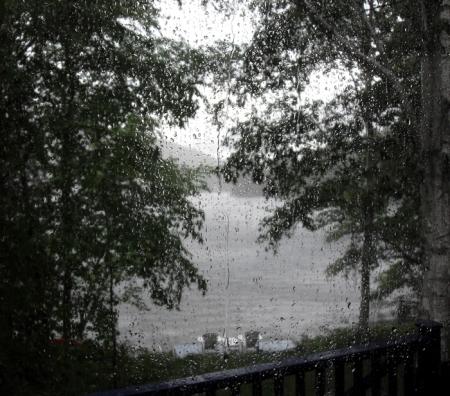 Le lac lambert sous la pluie et l'orage