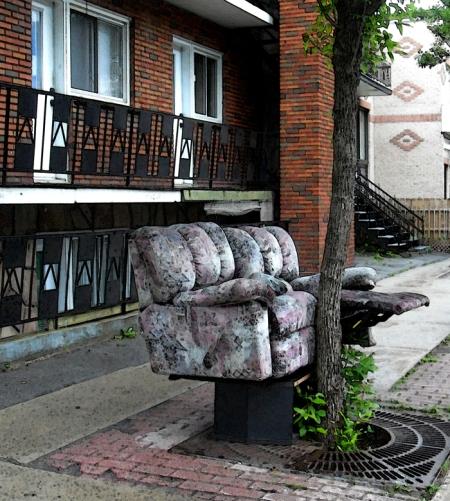 meubles sur les trottoirs