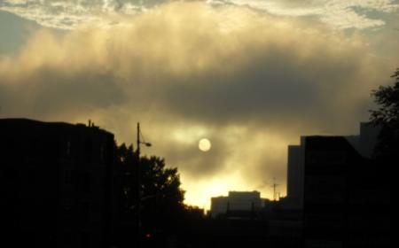 Ciel de montréal, métro Sherbrooke, brume matinale
