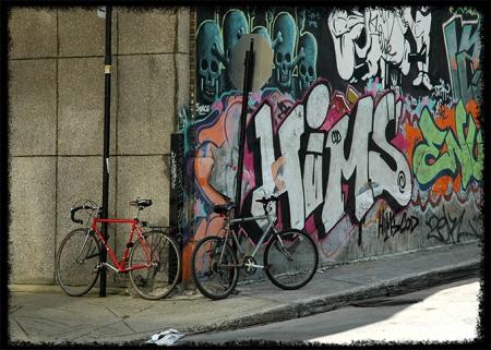Bicyclettes sécurisées à Montréal, mur de graffitis